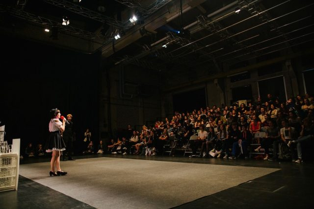 Vorschaubild zur Session 'Wie gründe ich mein eigenes Fashion Label?'