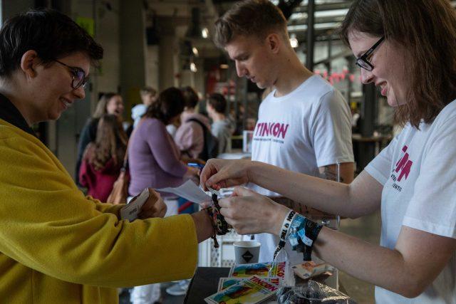 Thumbnail zum Beitrag 'FRIENDLY ROBOTS WANTED – Hilf uns auf der TINCON Hamburg!'