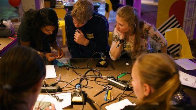 TINCON - teenageinternetwork convention - Das Festival für digitale Jugendkultur, die Gesellschaftskonferenz für Jugendliche von 13 bis 21 Jahren am 08. Mai 2019 im STATION Berlin. Speaker: Avik Dhupar Session: Program your own music device