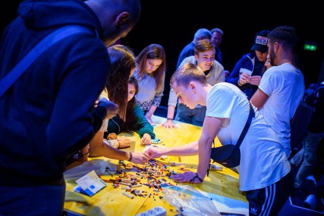 TINCON - teenageinternetwork convention - Das Festival für digitale Jugendkultur, die Gesellschaftskonferenz für Jugendliche von 13 bis 21 Jahren am 19. September 2017 auf Kampnagel in Hamburg.Speaker: Moinworld e.V.Session: Ein Smart Home aus Lego