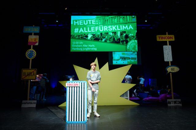 TINCON - teenageinternetwork convention - Das Festival für digitale Jugendkultur, die Gesellschaftskonferenz für Jugendliche von 13 bis 21 Jahren am 19. September 2017 auf Kampnagel in Hamburg.Speaker: Jan Ole LindnerSession: Warum Fridays For Future mehr als eine Bewegung und 1,5 Grad mehr als eine Zahl ist