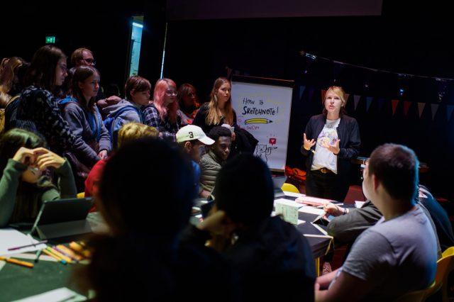 TINCON - teenageinternetwork convention - Das Festival für digitale Jugendkultur, die Gesellschaftskonferenz für Jugendliche von 13 bis 21 Jahren am 19. September 2017 auf Kampnagel in Hamburg.Speaker: Nadine RoßaSession: How to Sketchnote – Mitzeichnen statt Mitschreiben