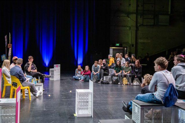 TINCON - teenageinternetwork convention - Das Festival für digitale Jugendkultur, die Gesellschaftskonferenz für Jugendliche von 13 bis 21 Jahren am 20. September 2019 auf Kampnagel in Hamburg.Speaker: Yeboah, Hannah Molitor, Kostas Kind und coldmirrorSession: Youtube Real Talk - Hate Speech und andere Cringes im Netz.