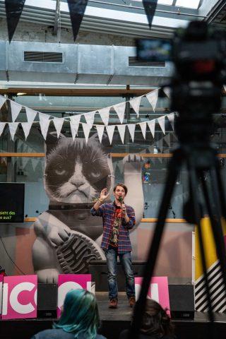 TINCON - teenageinternetwork convention - Das Festival für digitale Jugendkultur, die Gesellschaftskonferenz für Jugendliche von 13 bis 21 Jahren am 20. September 2019 auf Kampnagel in Hamburg.Speaker: Benjamin WilhelmSession: Punk und dieses Internet - Musikszenen und Communities im Wandel.