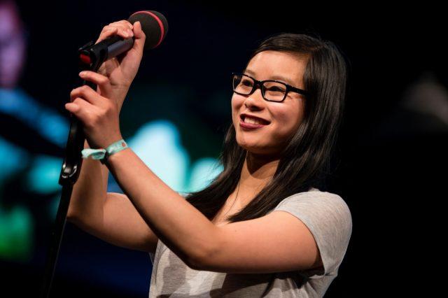 Nhi Le spricht am 28.05.2016 auf der TINCON im Haus der Berliner Festspiele in Berlin während eines Poetry Slams. – Das erste Festival für digitale Jugendkultur \\\\\\\