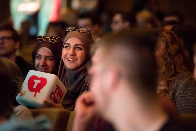 Eine Teilnehmerin stellt am 28.05.2016 auf der TINCON im Haus der Berliner Festspiele in Berlin während eines Talks eine Frage. – Das erste Festival für digitale Jugendkultur \\\\\\\
