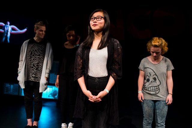 Jule Eckert (l-r), Zoe Hagen, Nhi Le und Olga Lakritz sprechen am 28.05.2016 auf der TINCON im Haus der Berliner Festspiele in Berlin während eines Poetry Slams. – Das erste Festival für digitale Jugendkultur \\\\\\\