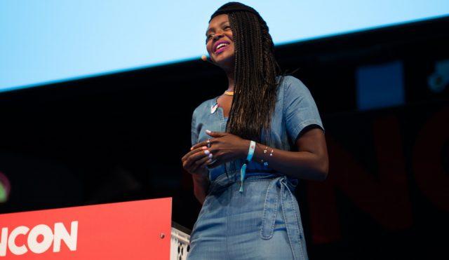 Clemantine Wamariya spricht am 29.05.2016 auf der TINCON im Haus der Berliner Festspiele in Berlin. – Das erste Festival für digitale Jugendkultur \\\\\\\