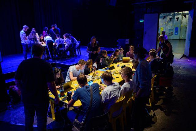 TINCON - teenageinternetwork convention - Das Festival für digitale Jugendkultur, die Gesellschaftskonferenz für Jugendliche von 13 bis 21 Jahren am 19. September 2017 auf Kampnagel in Hamburg.Speaker: Boris ChrismancichSession: Wahlcomputer hacken