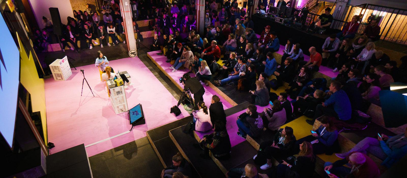 Fynn Kliemann spricht auf der TINCON Hamburg 2019