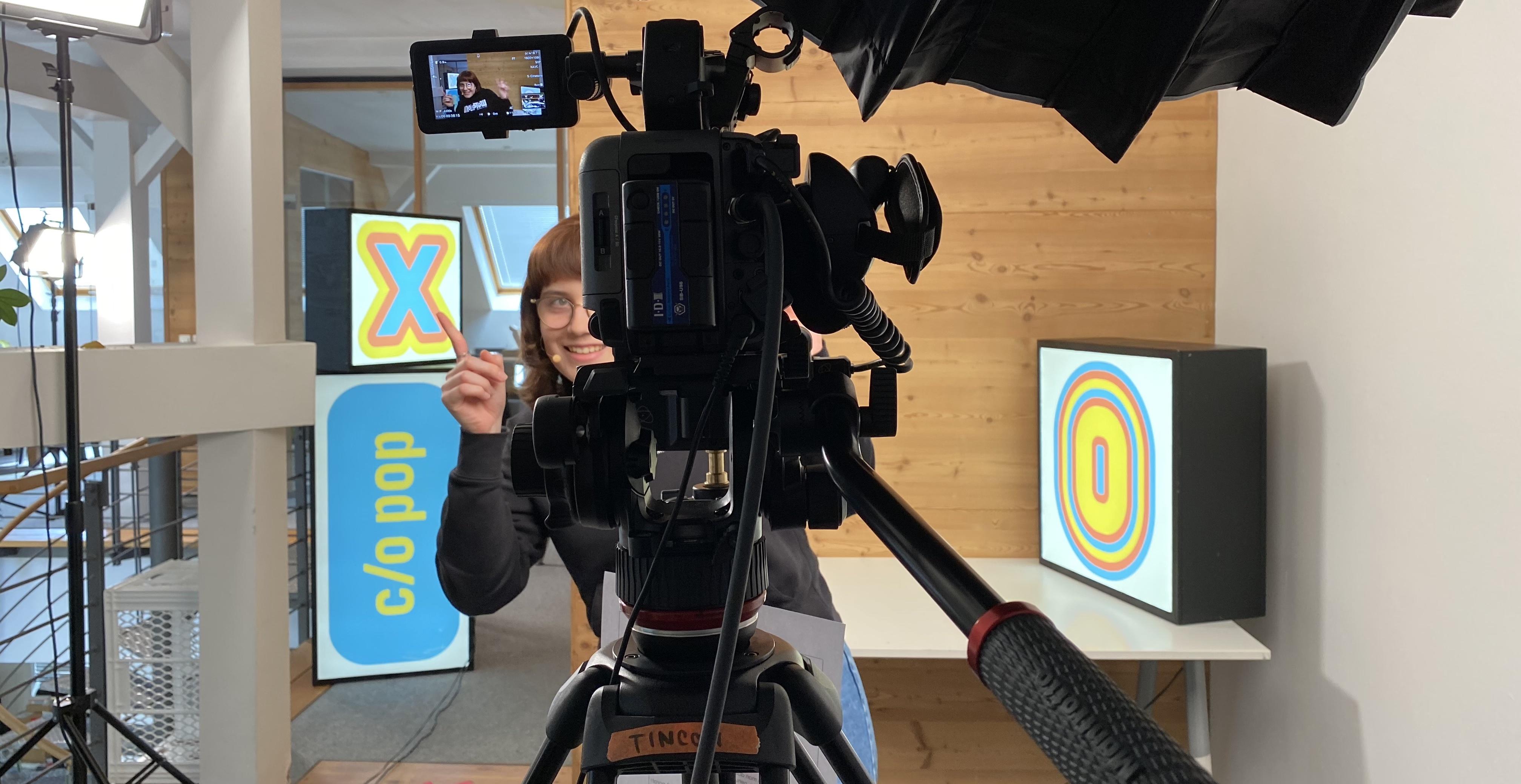 Experteen Sofia bei der Aufzeichnung ihres Talks für die TINCON @ c/o pop xoxo