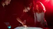 """Teens playing with """"NUIverse: Reise durch unser Sonnensystem"""" 28.05.2016 im Haus der Berliner Festspiele in Berlin. –  Das erste Festival für digitale Jugendkultur """"TINCON - teenageinternetwork convention"""" findet vom 27. bis 29. Mai zum ersten Mal in Berlin statt und richtet sich exklusiv an Jugendliche und junge Erwachsene zwischen 13 und 21 Jahren. Foto: TINCON/Alice Plati"""