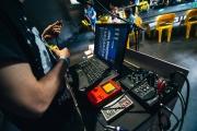 """Ein Gameboy zum Musik machen am 29.05.2016 in der Hackingarea auf der TINCON im Haus der Berliner Festspiele in Berlin. –  Das erste Festival für digitale Jugendkultur """"TINCON - teenageinternetwork convention"""" findet vom 27. bis 29. Mai zum ersten Mal in Berlin statt und richtet sich exklusiv an Jugendliche und junge Erwachsene zwischen 13 und 21 Jahren. Foto: TINCON/VIKTOR SCHANZ."""