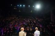 Tanja und Johnny Häusler sprechen am 19. Mai 2017 während der Eröffnung der TINCON auf Kampnagel in Hamburg. Foto: Gregor Fischer/TINCON